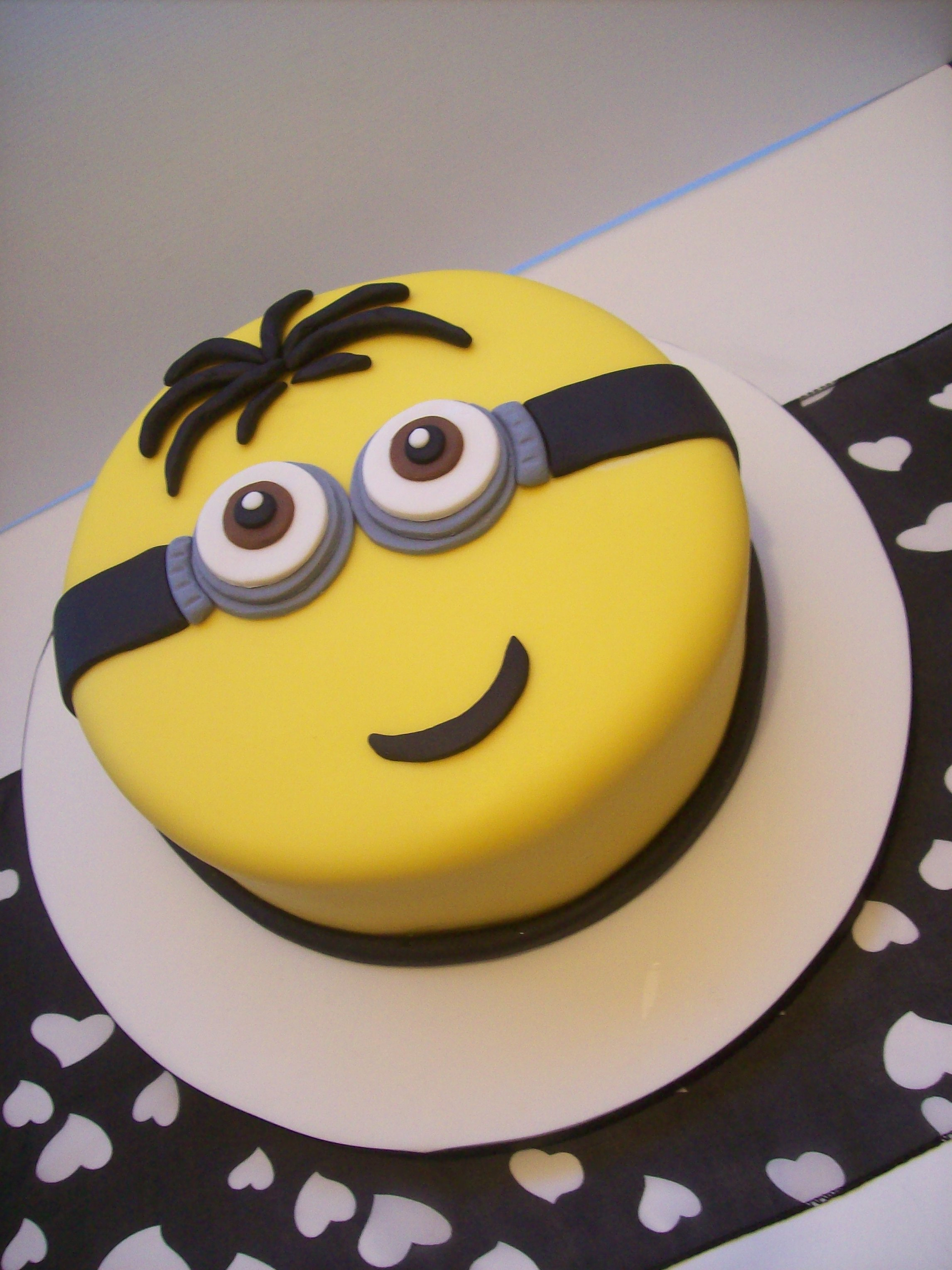 Minions Cake 8 Inch 179 Temptation Cakes Temptation Cakes