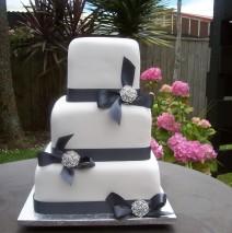 Brooch Wedding Cake $695