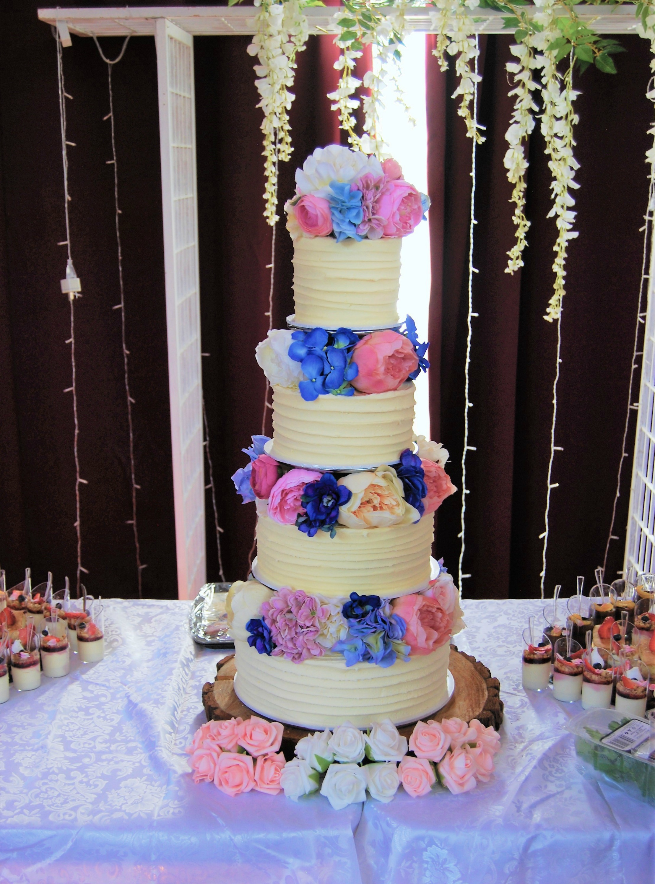 artificial flowers for wedding cakes four tier with silk flowers 695 temptation cakes 10841