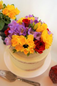semi naked fresh flowers cake